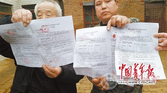 """虽然去年刚刚签订了为期10年的土地流转合同,但是成安县北郎堡村村民的250多亩耕地依然遭包地""""老板""""""""毁约弃耕""""。本报记者樊江涛/摄"""