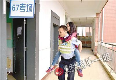 女生进考场前紧张 拥抱执勤警察求鼓励(图)