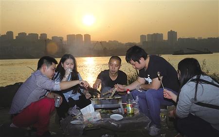 今起三天重庆又开启阴雨模式 主城最低16℃