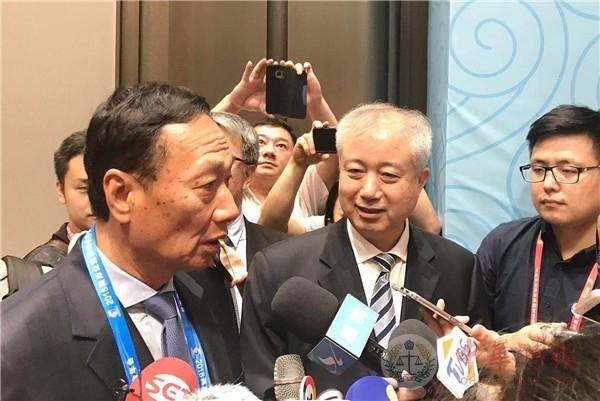 郭台铭出席两岸企业家峰会年会 分析台商的挑战与机遇