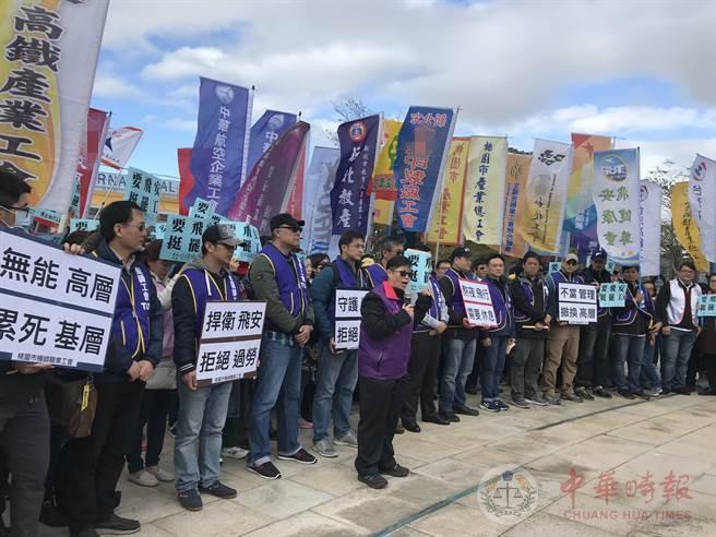 """台湾60家工会挺华航机师罢工:终结""""过劳之岛"""""""
