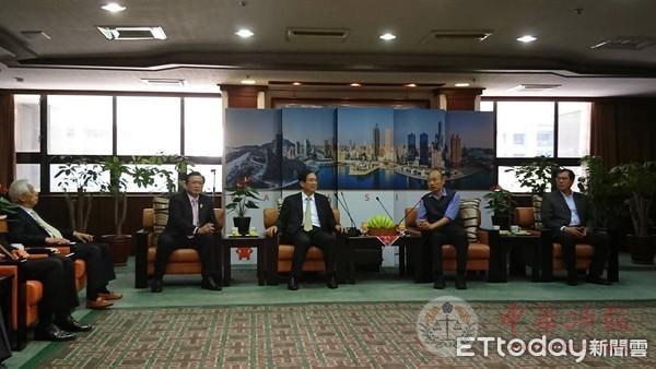 台湾商业总会12日宣布认购10万公斤高雄香蕉