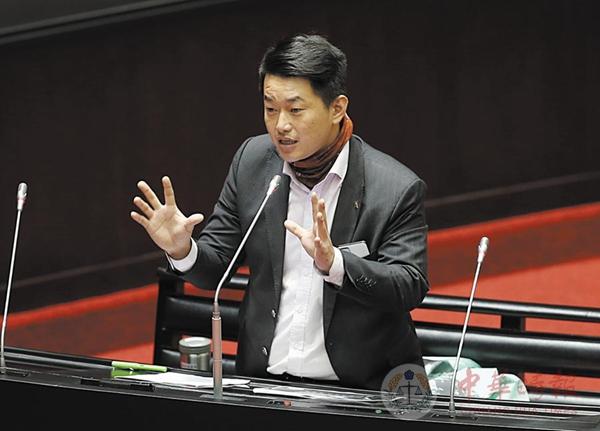 """语出惊人!""""台独""""政客提议""""请香港人到台湾当兵"""""""